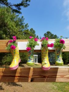 happy days farm, garden boot planter, DIY